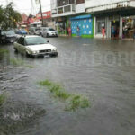 Heavy rains turn the streets of Limón into rivers